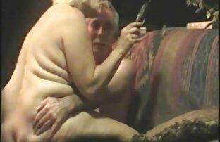 Bella bionda donna matura xxx ha perdite giù per la gola del suo